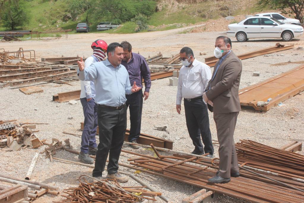 گزارش تصویری بازدید فرماندار و بخشدار مرکزی مسجدسلیمان از پل در حال ساخت ورودی شهرستان مسجدسلیمان